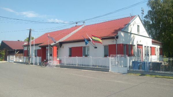 Csicsó községháza